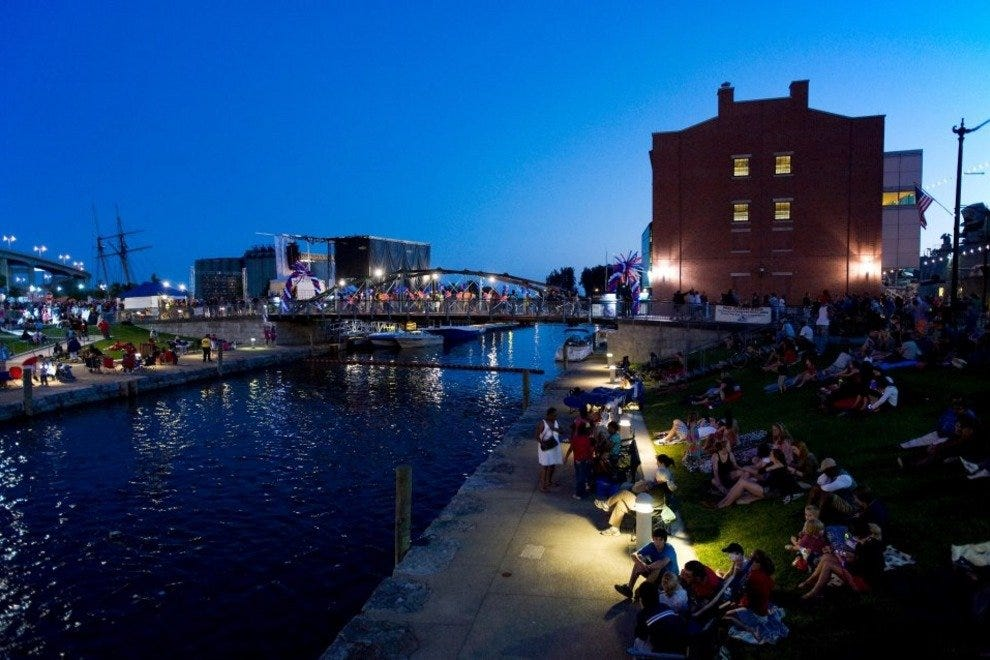 Night at the Canalside