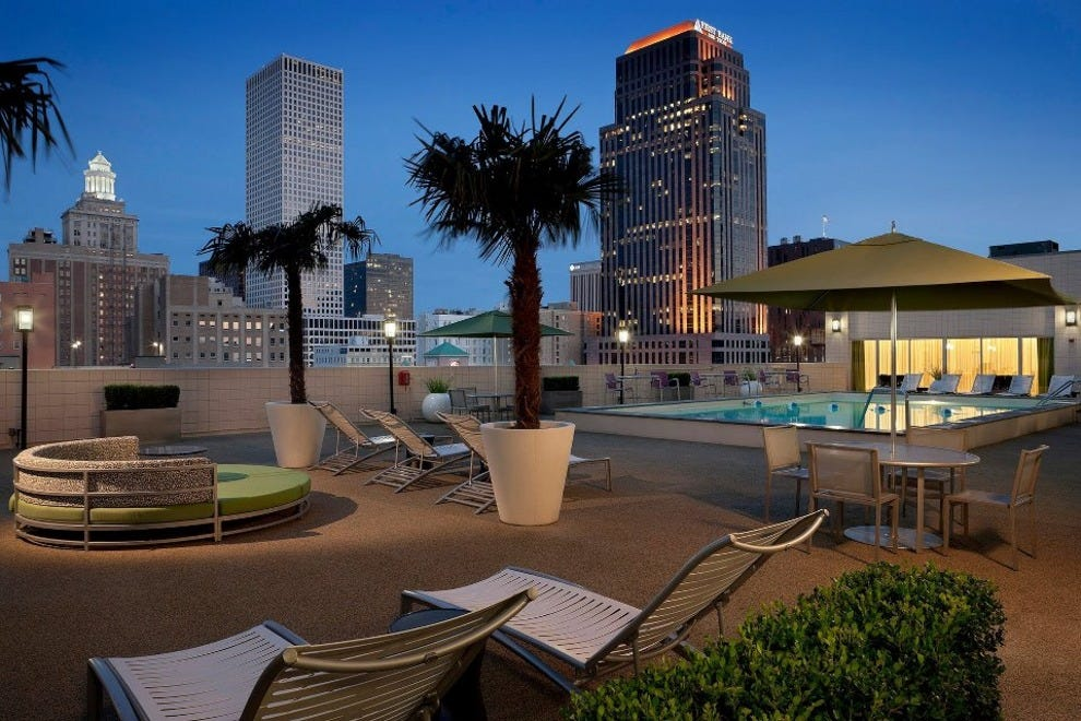 Hotels near mercedes benz superdome hotels in new orleans for Mercedes benz superdome suites