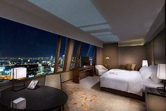 The Okura Prestige Bangkok: A Convenient Luxury Hotel