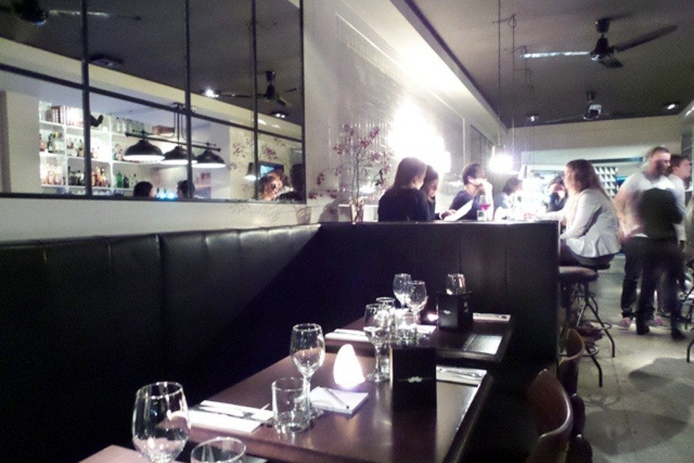 Hugo 39 s bar kitchen in amsterdam west shared dining for Turkse restaurant amsterdam west