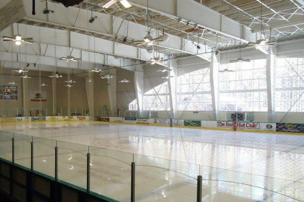 南湖塔霍冰竞技场