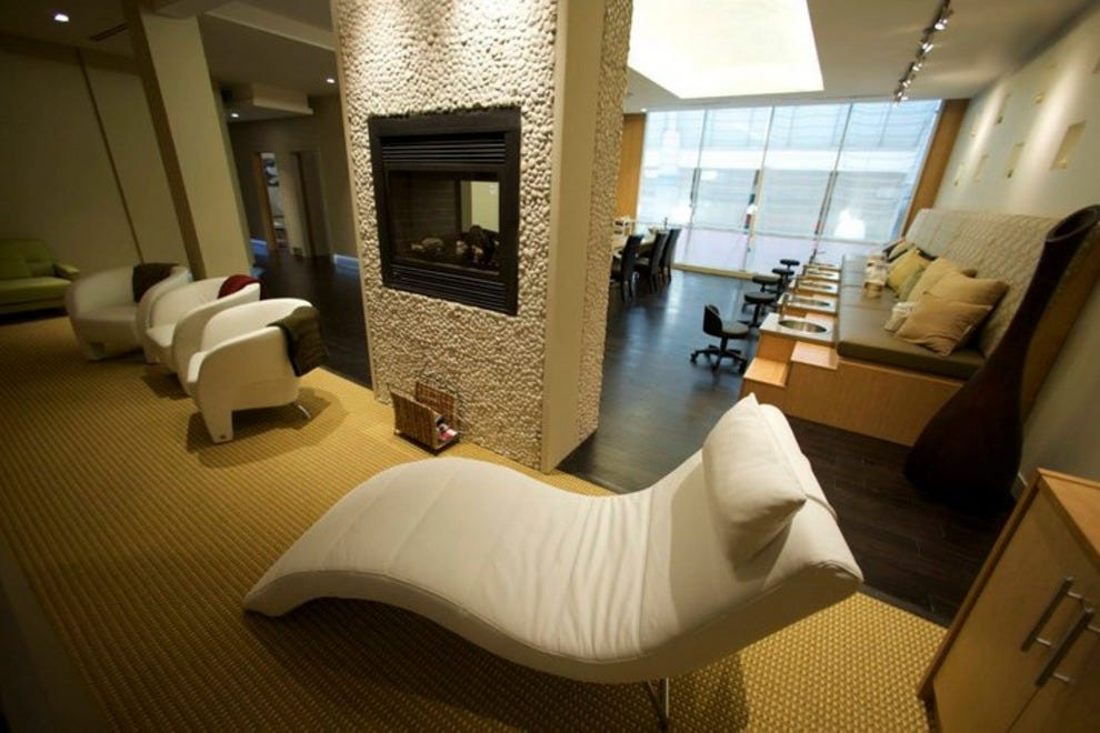 Absolute spa hotel vancouver vancouver attractions for A salon vancouver