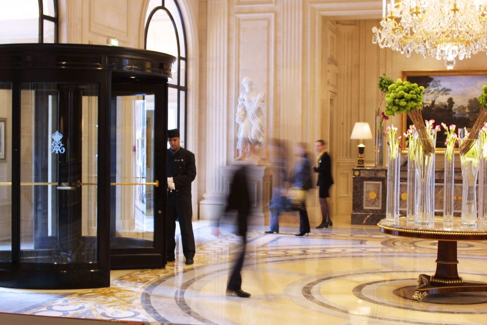 Four seasons hotel george v paris paris hotels review for Hotel george v jardins
