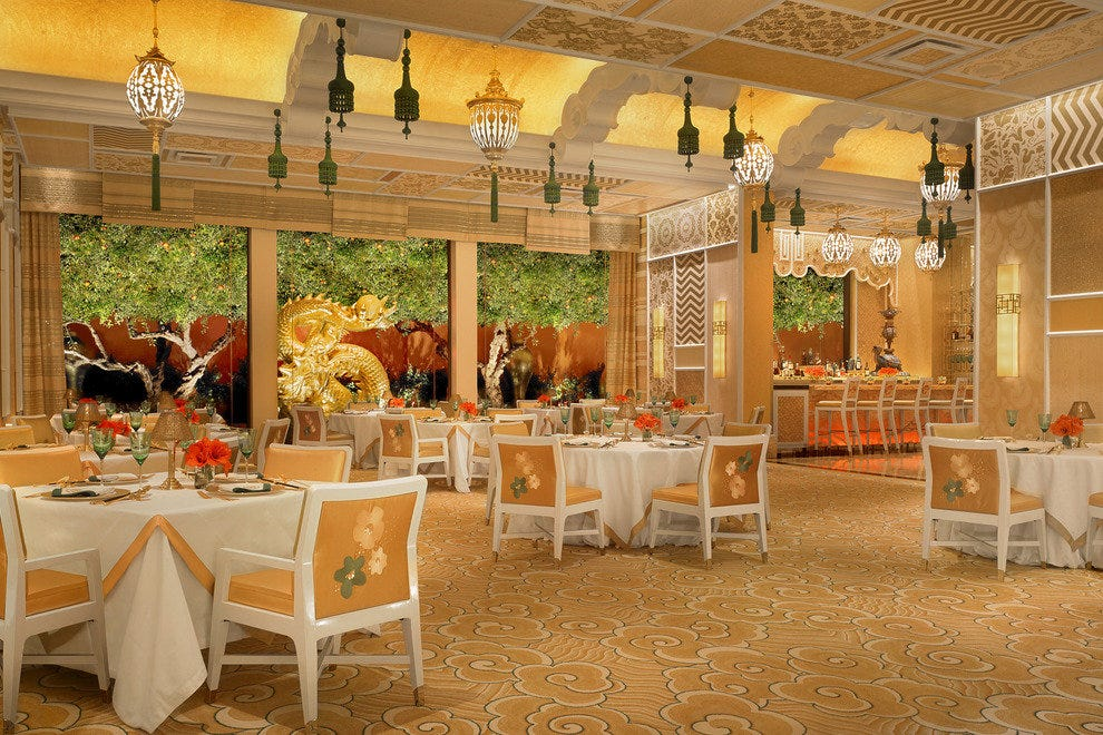 Chinese restaurant wing lei in las vegas stunning and for Garden statues las vegas nv