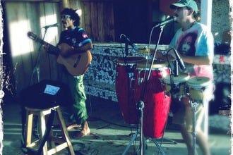 现场音乐和神奇的时刻在港别霍德利马,哥斯达黎加