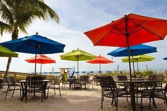 Fort Myers' Best Beach Bars Deliver Entertainment, Cold Drinks, Good Food