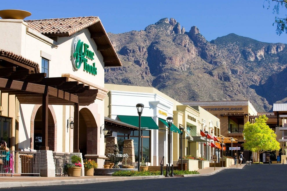 Find all of the stores, dining and entertainment options located at Tucson Premium Outlets®.