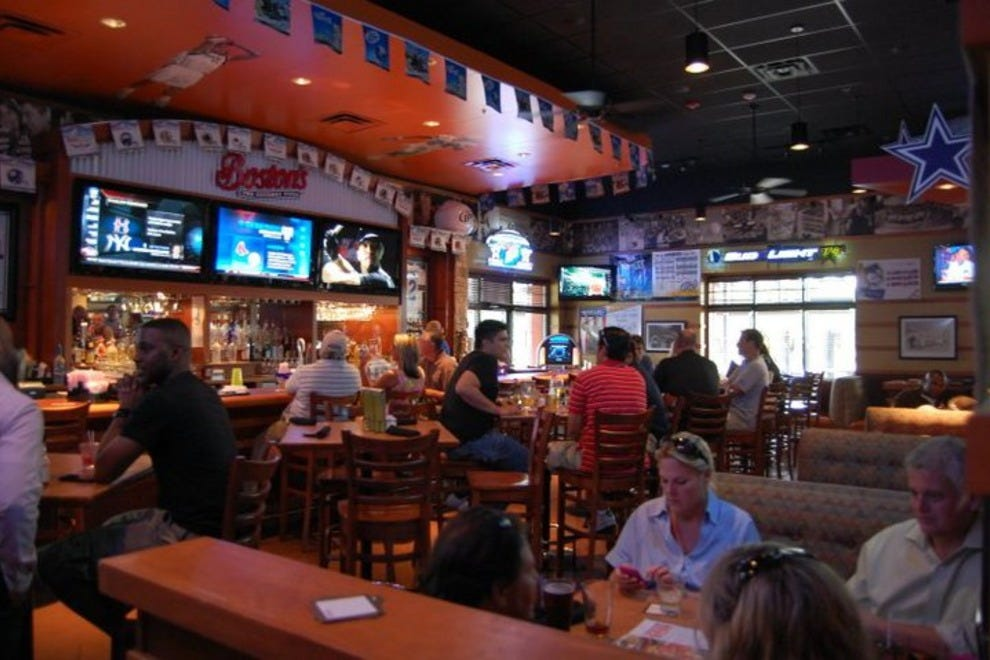 Boston's Restaurant and Sports Bar