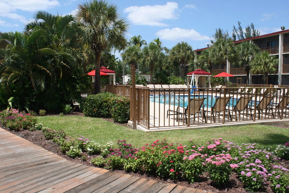 Red Roof Inn and Suites Naples