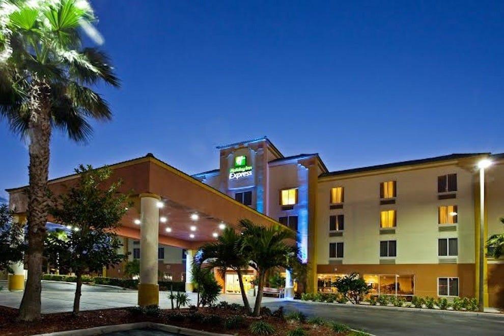假日酒店快捷酒店及套房可可海滩