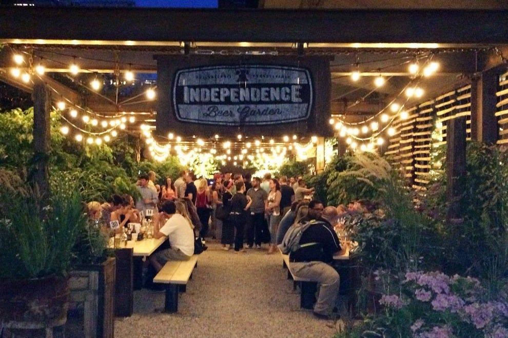 Independence Beer Garden An Outdoor City Hangout In Philadelphia Nightlife Article By