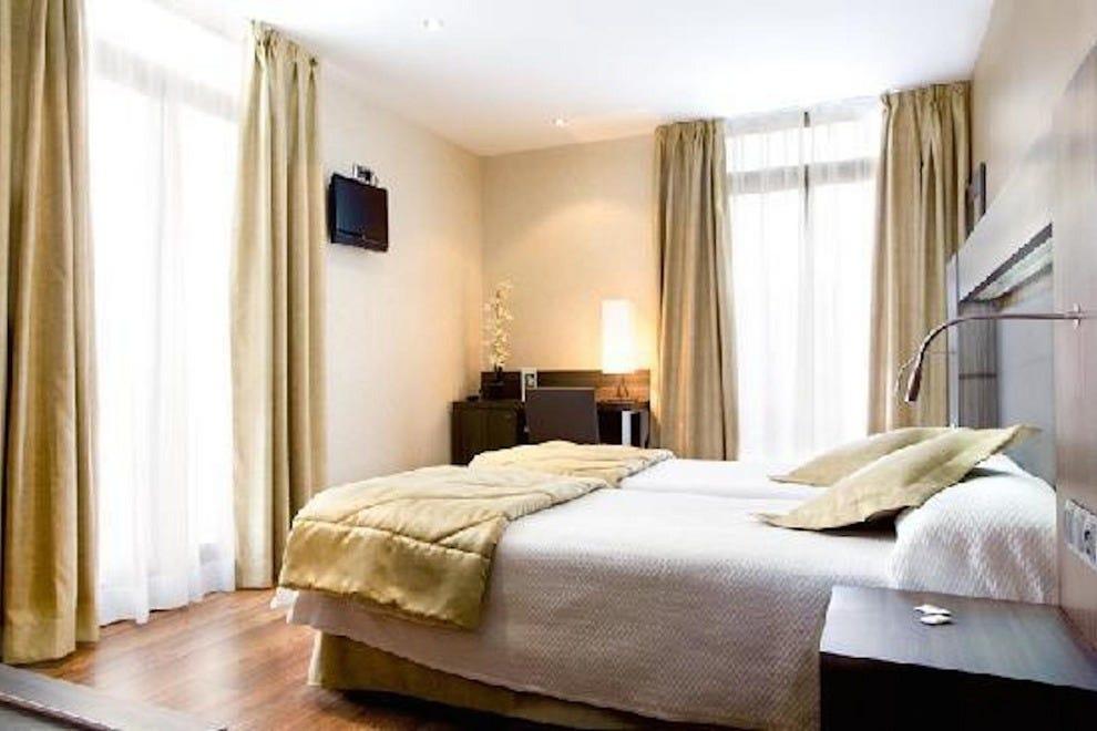 cruise port hotels hotels in barcelona. Black Bedroom Furniture Sets. Home Design Ideas