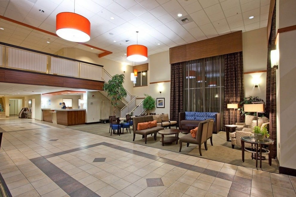 Holiday Inn Express Amp Suites Seattle Sea Tac Airport