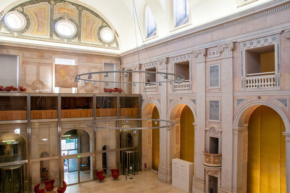 The refurbished interior of the Church of S. Julião, below which lies the D. Dinis Wall