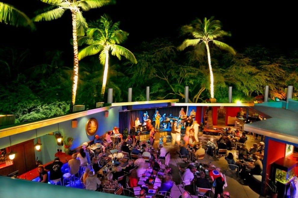 Restraunt Night Dunk Island: Blue Dragon Restaurant & Musiquarium: Big Island Nightlife