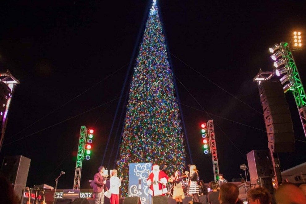 Annual Christmas Tree Lighting at Anthem Outlets - Annual Christmas Tree Lighting At Anthem Outlets: Scottsdale