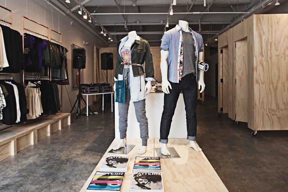 fashion-clothing-store-21951761.jpg