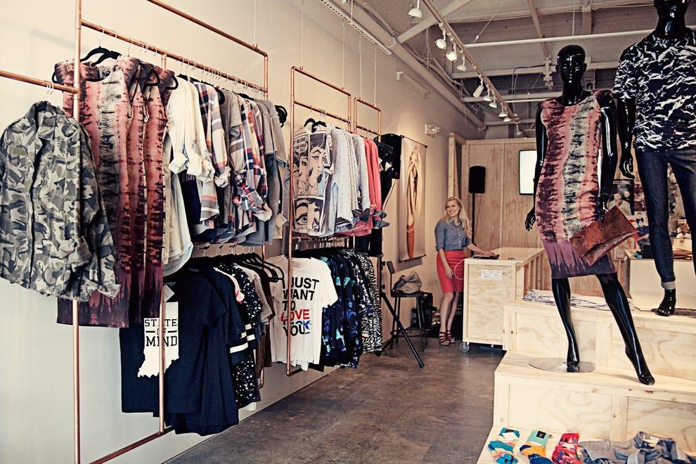 图案商店为男女提供服装和配饰