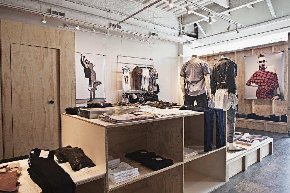 Mass Ave上的图案商店以男装和女装时装及配饰为特色。