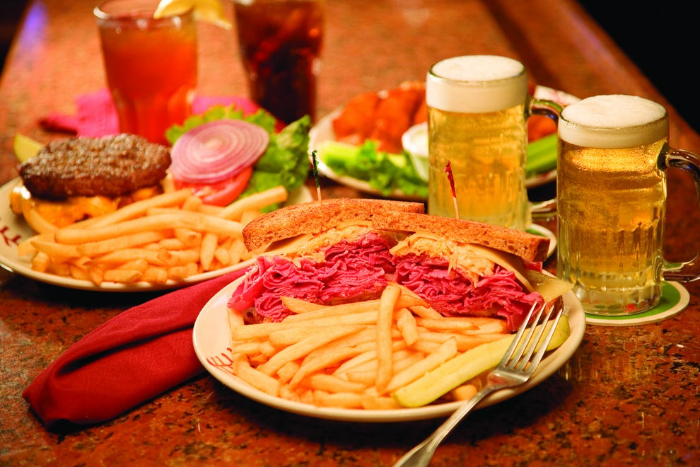 Fort myers sports bars 10best sport bar grill reviews for Bar food top 10