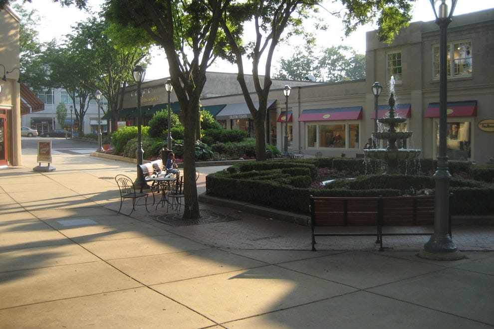 Located in the heart of Ardmore, this shopping plaza offers the best of everything. Stores include Free People, Urban Outfitters, Macy's, Barbour by Peter Elliot, Apple Computer, Eileen Fisher and many venchik.mlon: Anderson and Coulter Avenues, Ardmore, , PA.