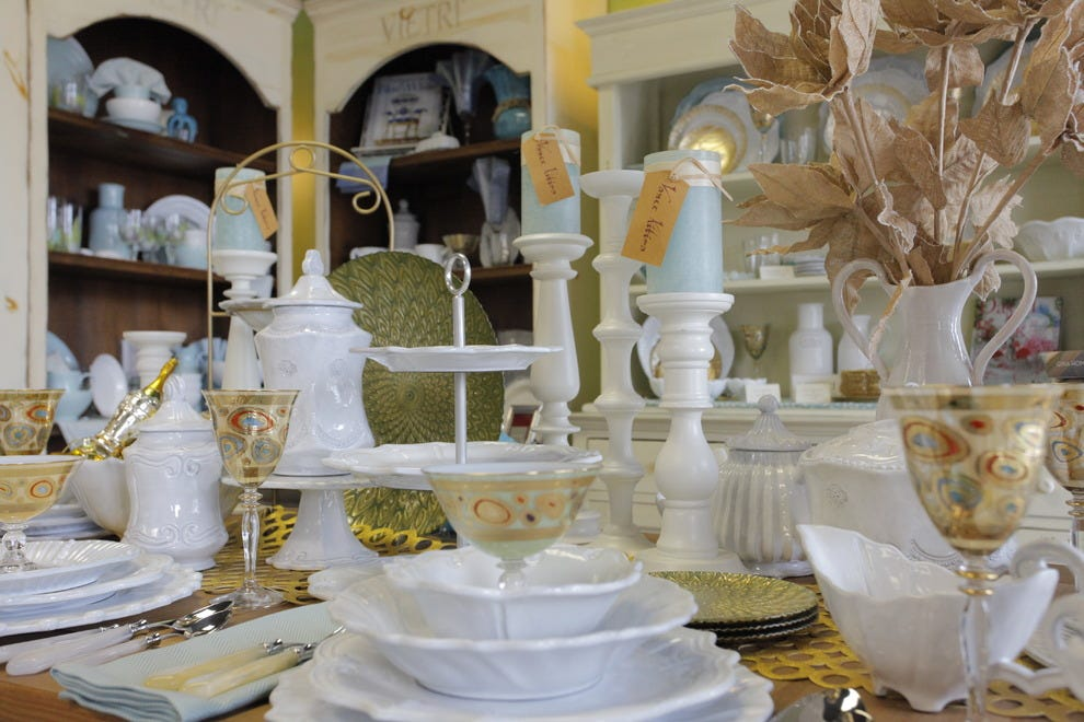 VIETRI Italian Home Accessories fit perfectly on any entertainer's table or bridal registry