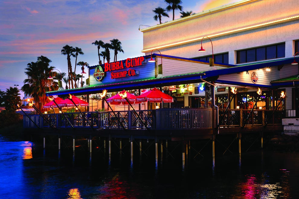 The outdoor patio on the Colorado River at Bubba Gump Shrimp Co.