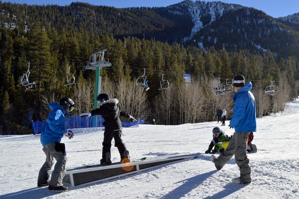 The Las Vegas Ski & Snowboard Resort now offers free coaching to beginner and intermediate skiiers and snowboarders