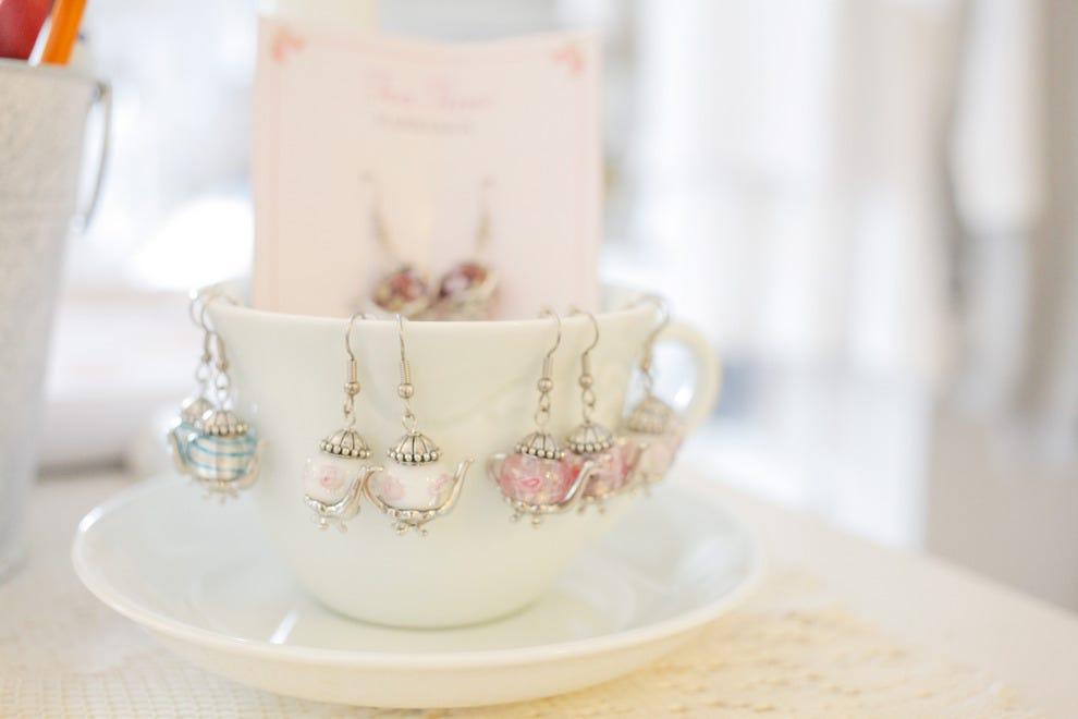 精品店等待着以茶为主题的精美礼品。