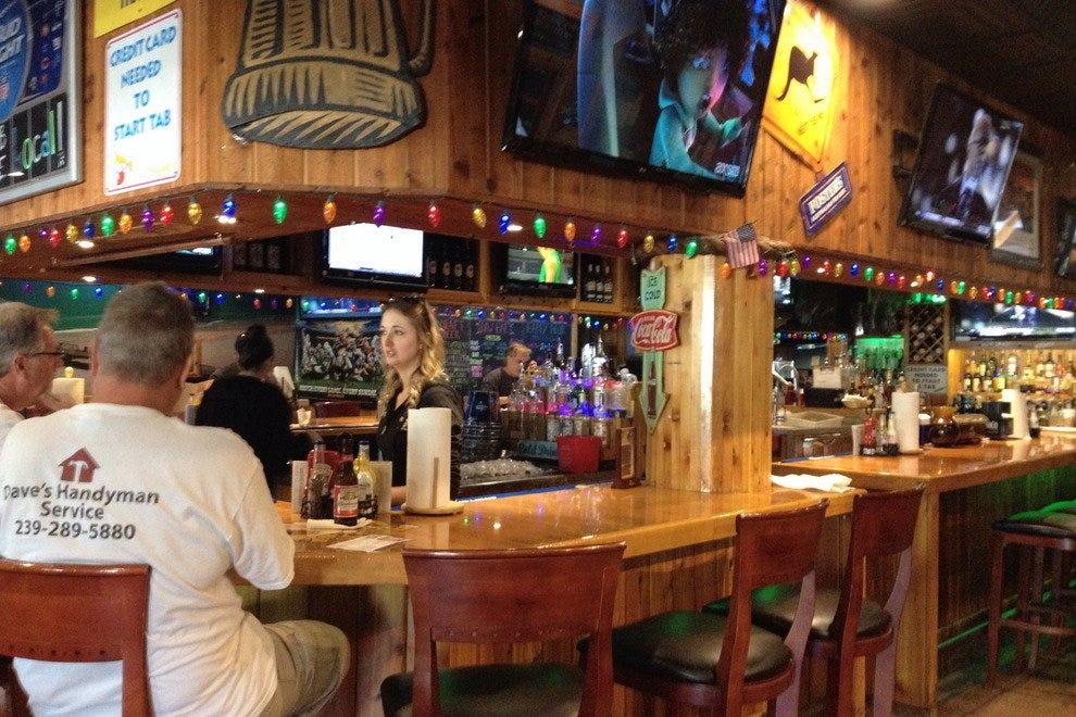 鹈鹕拉里的生酒吧和烧烤