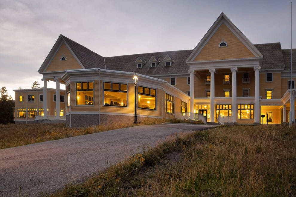 Vote lake yellowstone hotel yellowstone national park for Hotels yellowstone national park