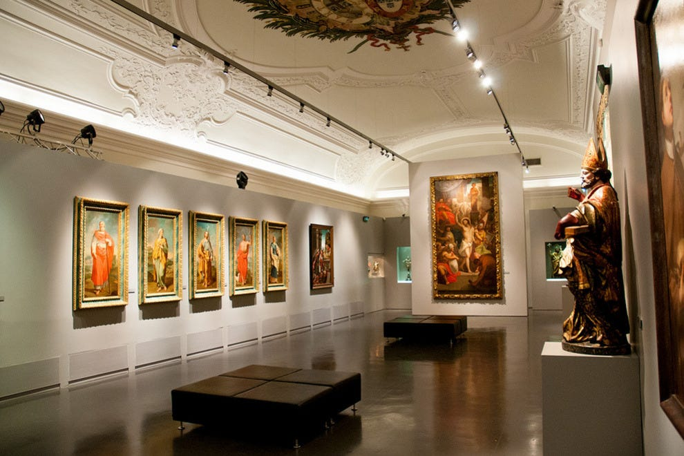 The gallery contains Portuguese paintings from the 16th to 18th centuries