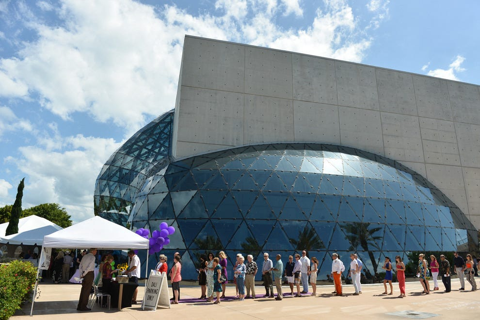 Event attendees gather outside the iconic museum exterior at the 2014 Los Vinos de Dali