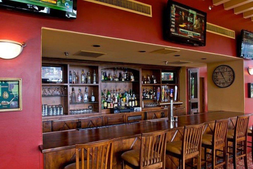 卡塔利娜岛烧烤有限公司体育酒吧
