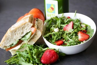 Urth Juice Bar: Healthy and Delicious Smoothies, Sandwiches and Salads