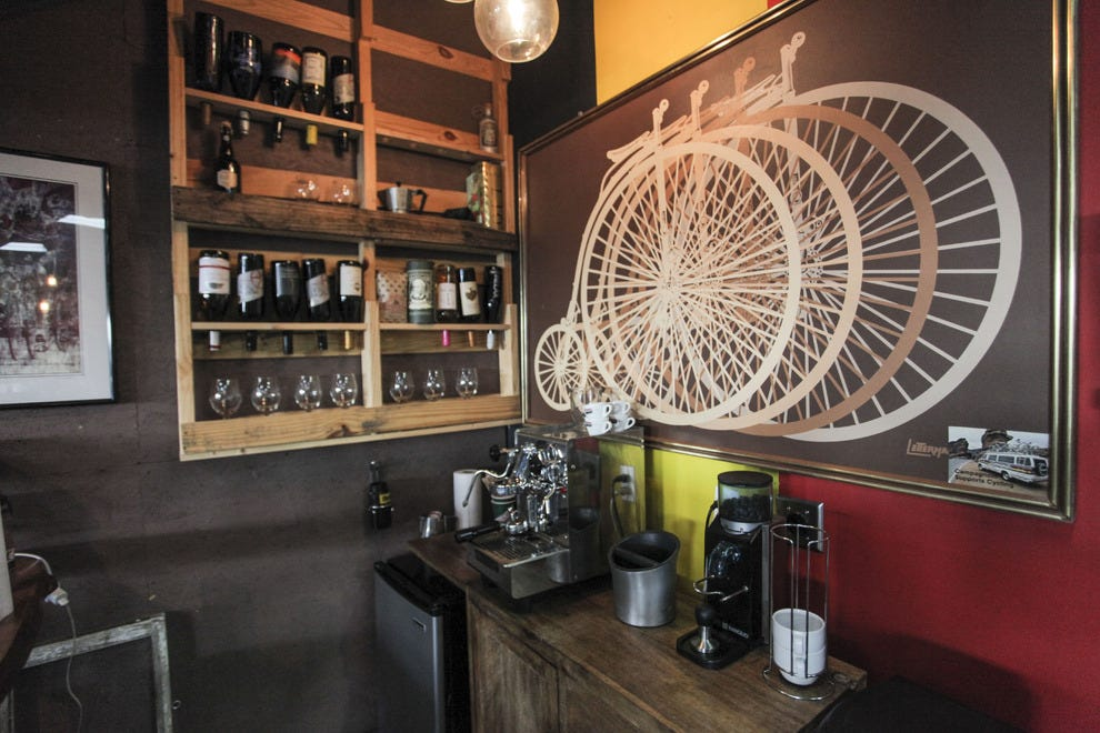 Is the bike shop the new coffeehouse?开放的道路认为它只是可能。