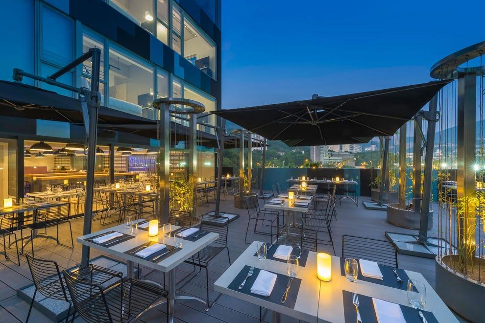 Full cirqle hong kong restaurant reinvigorates an old for Open terrace restaurants