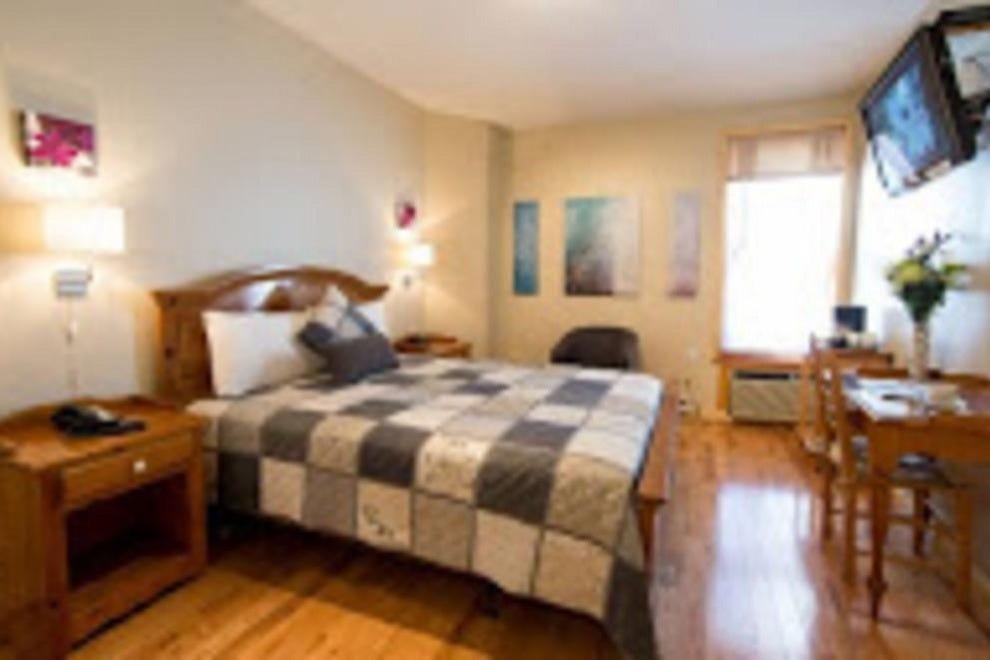auberge le jardin d 39 antoine montr al hotels review. Black Bedroom Furniture Sets. Home Design Ideas