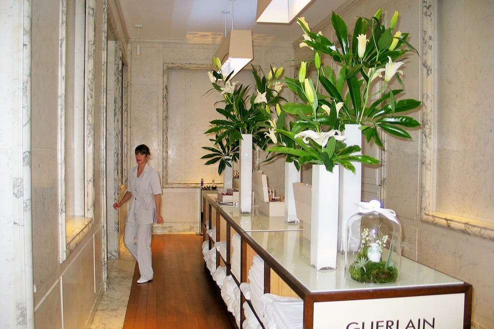 Guerlain's L'Institut Guerlain at 68 Champs-Elysées was the world's first beauty institute and day spa when first opened in Paris in 1939