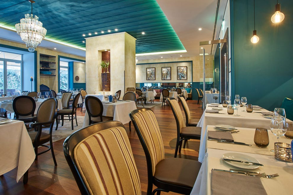 The Bistrô4 restaurant serves breakfast, lunch and dinner