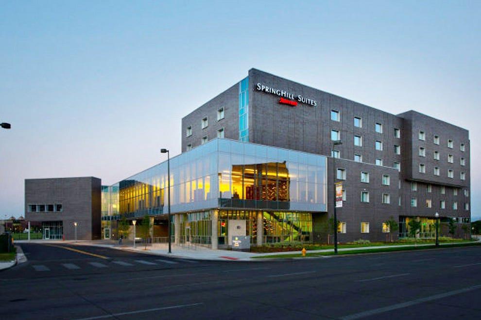 丹佛市中心万豪斯普林希尔套房酒店