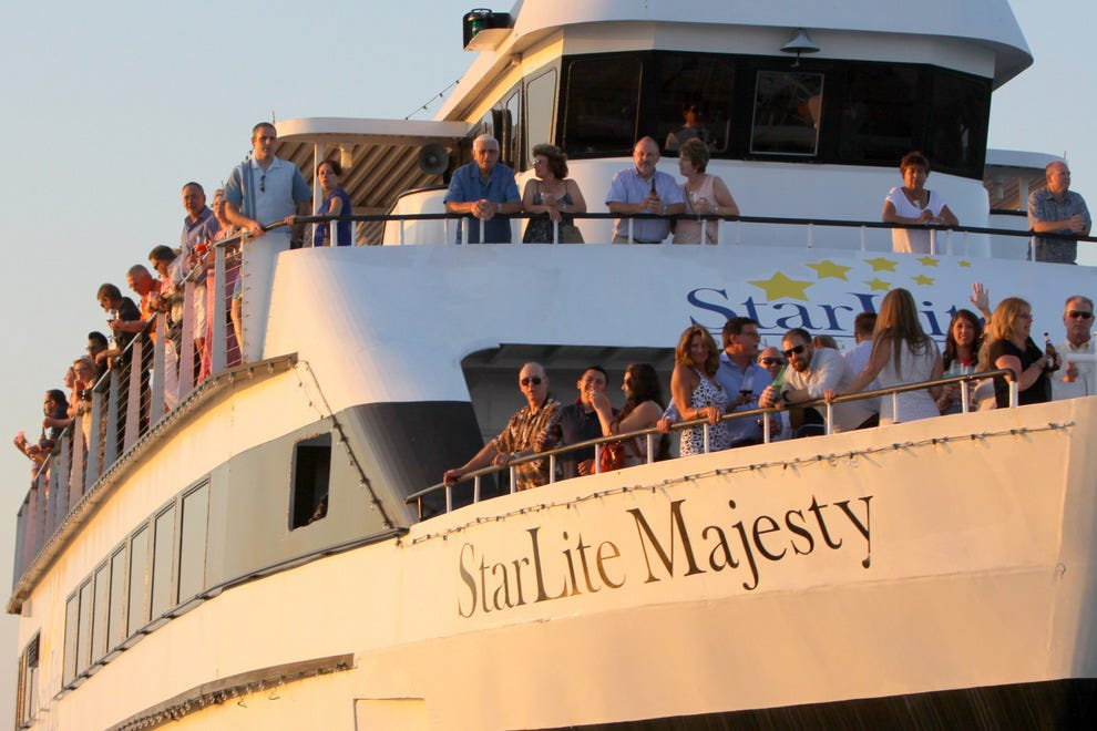 "Book the ultimate dinner cruise on the ""StarLite Majesty"""