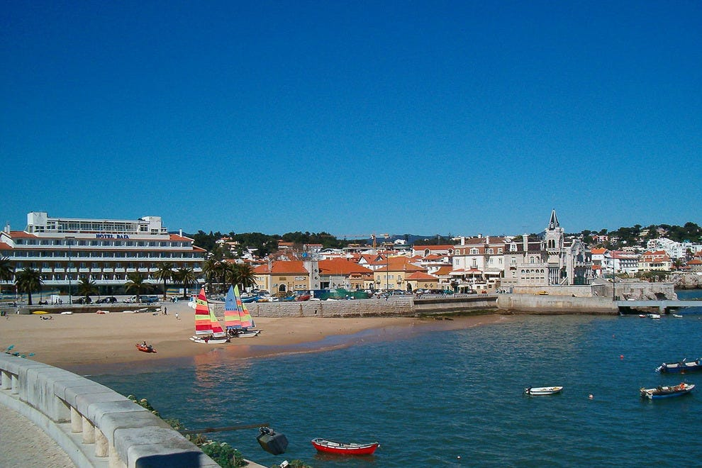 how to get from lisbon airport to cascais