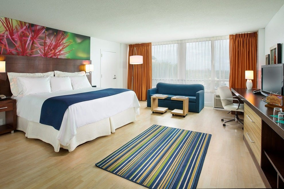 Miami Dadeland Hotel's rooms feature modern furnishings and all the comforts of home