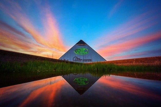 贝斯专业商店在金字塔