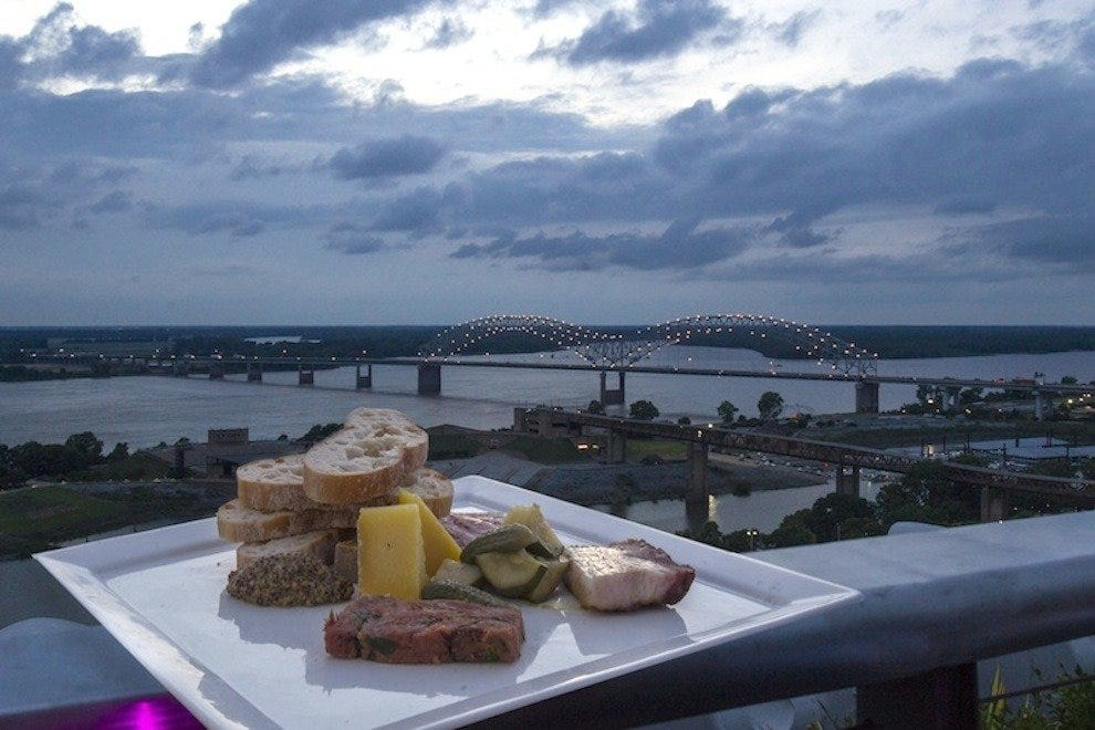 Downtown memphis 39 best nightlife nightlife in memphis for 10 river terrace