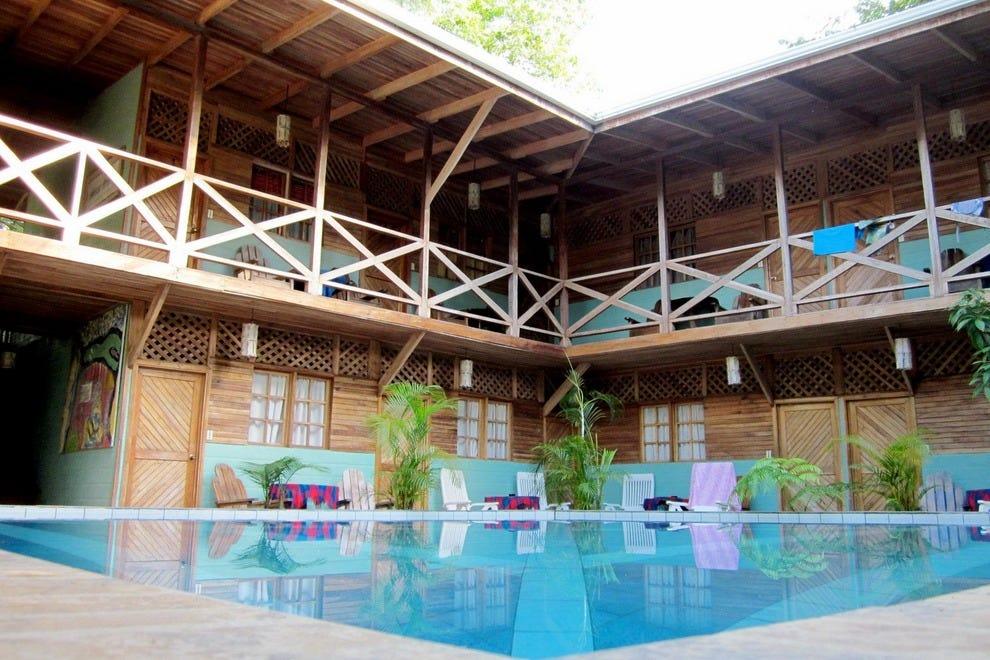 蜥蜴王度假村的游泳池