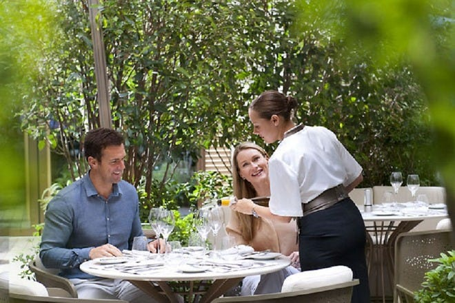 Outdoor Dining in Paris