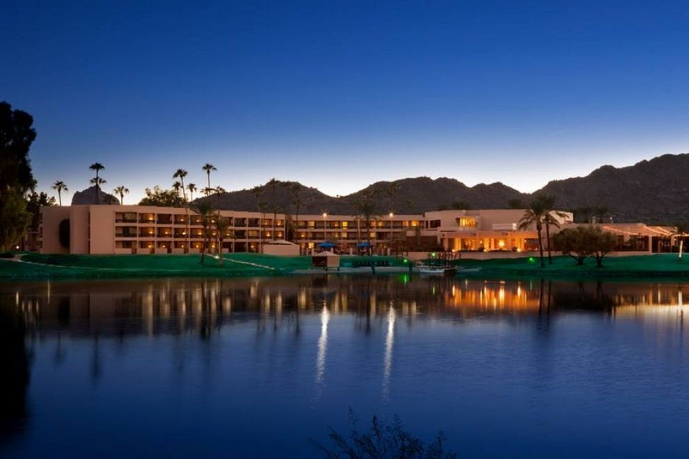 The McCormick Scottsdale offers newly updated guest rooms and beautiful lakeside views