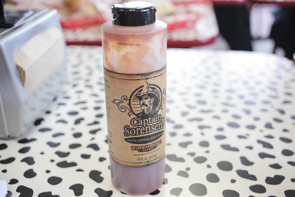 """在索伦森船长的招牌菜""""Datil Pepper Hot Sauce""""中使用的Datil Pepper起源于北佛罗里达地区"""